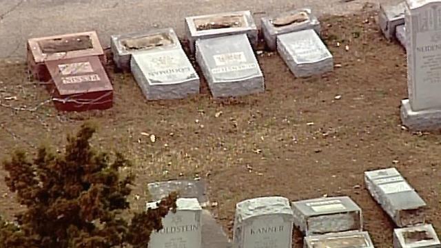 Оскверненное кладбище в Сент-Луисе
