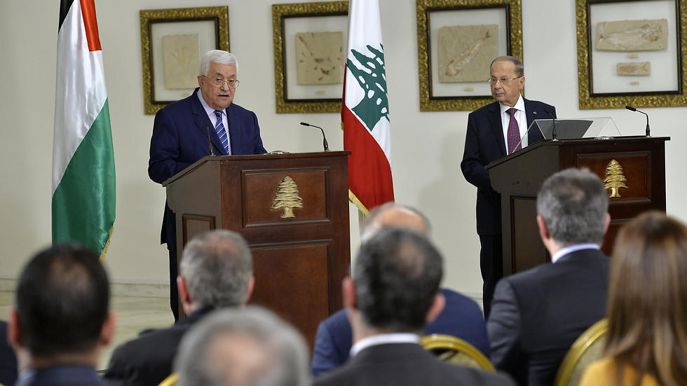 Abbas (L) and Aoun address the press in Beirut