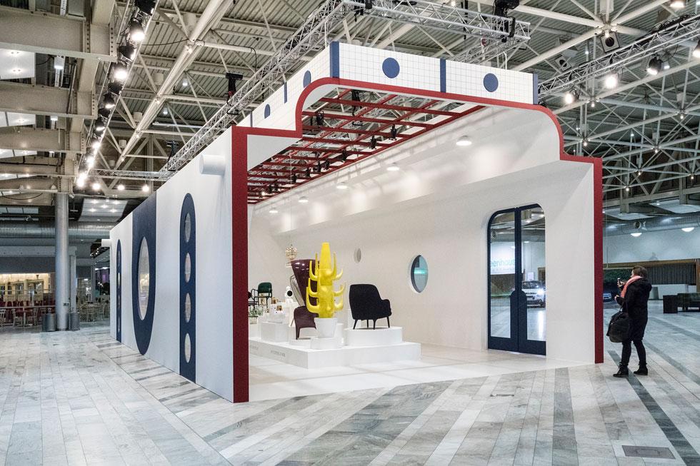 אורח הכבוד של היריד היה המעצב הספרדי חיימה חיון, שבחר לצמצם את התערוכה שלו לביתן-קפסולה סגור, שבו אצר מיני רטרוספקטיבה של עצמו (Stockholm Furniture & Light Fair 2017 צלם: Andrea Björsell)