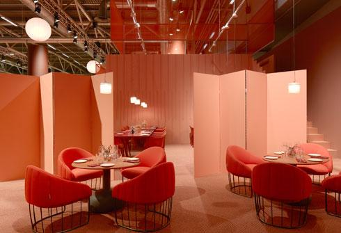 600 מטרים רבועים שחולקו באמצעות פרגודים ווילונות (Stockholm Furniture & Light Fair 2017 צלם: Mathias Nero)