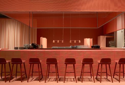 במתחם האוכל של היריד הוקמה מסעדה לשבוע ימים בלבד (Stockholm Furniture & Light Fair 2017 צלם: Mathias Nero)