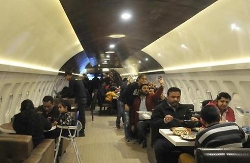 המסעדה ההודית בתוך מטוס. 72 מושבים מרווחים