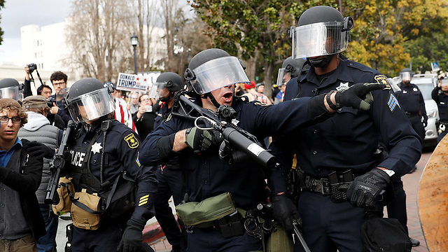 Clashes in Berkeley (Photo: Reuters)
