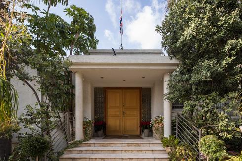 אחת השגרירויות המעטות שנשארו עם השנים ברמת גן. הסיבה ההיסטורית: קרבה למחנה מטכ''ל המקורי (צילום: טל ניסים)