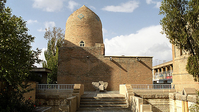 קברי מרדכי ואסתר, על פי המסורת היהודית הפרסית (צילום: Philippe Chavin)