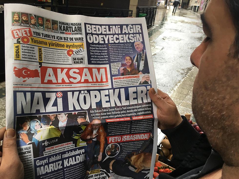 מבט לעיתוני טורקיה. השוואות לנאצים וצלבי קרס (צילום: MCT)
