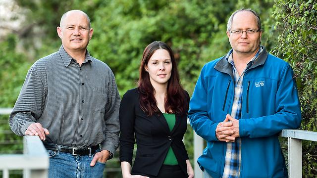 פרופ' אבנר רוטשילד, הדוקטורנטית אביגיל לנדמן ופרופ' גדעון גרדר (צילום: ניצן זוהר, דוברות הטכניון)