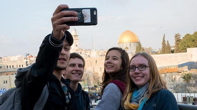 """מטיילים בירושלים (צילום: יח""""צ)"""