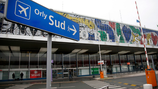 Sign to Paris' Orly Airport (Photo: Reuters) (Photo: Reuters)