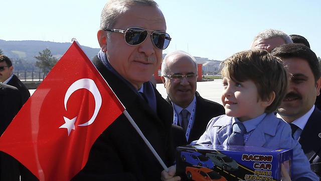 נשיא טורקיה ארדואן. בחודש הבא - משאל עם (צילום: AP)