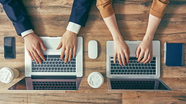 משחק החלפת הזהויות התגלה כהוכחה לסקסיזם המשרדי (צילום: Shutterstock)
