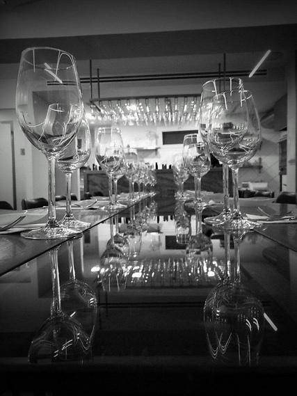 """מנגישים עת עולם היין הישראלי (צילום: יח""""צ)"""