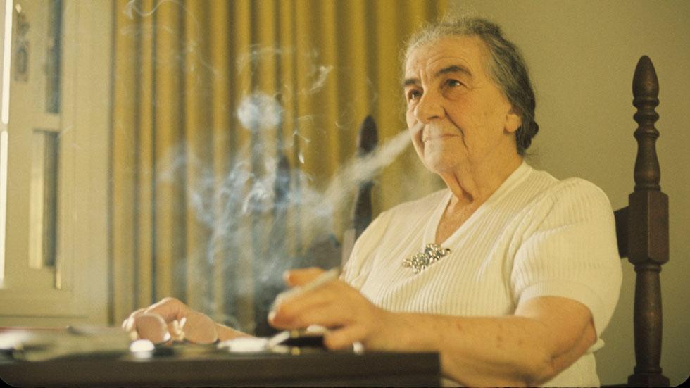 גולדה רושפת, שרה רוכבת: דוד רובינגר צילם נשים מפורסמות בארץ
