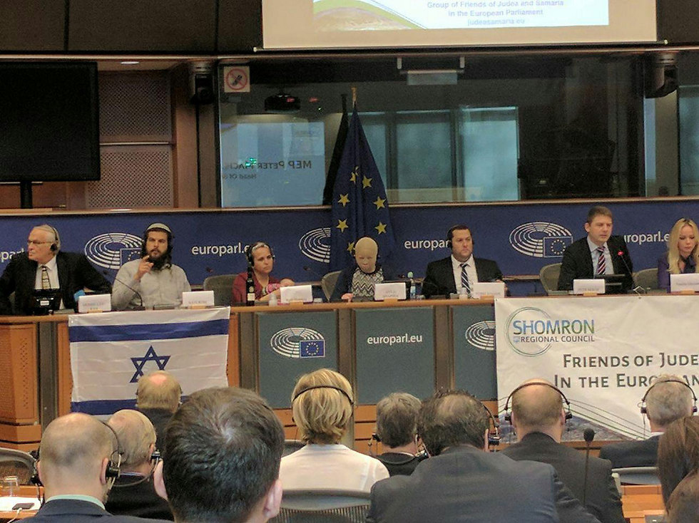 Ayla Shapira speaks in front of the EU Parliament