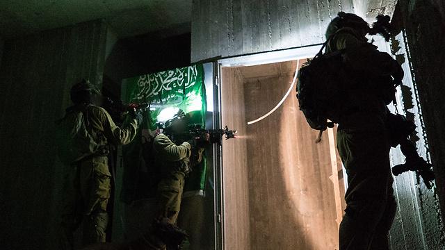 Commando units in action (Photo: IDF Spokesperson's Unit)