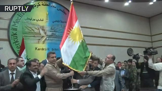 הדגל הכורדי. העירקים דרשו להוריד, הכורדים התעלמו