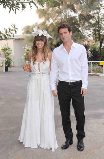 ענת ארבל בשמלת כלה שעיצבה בר אור, בחתונתה עם גיא המאירי (צילום: עידו ארז)