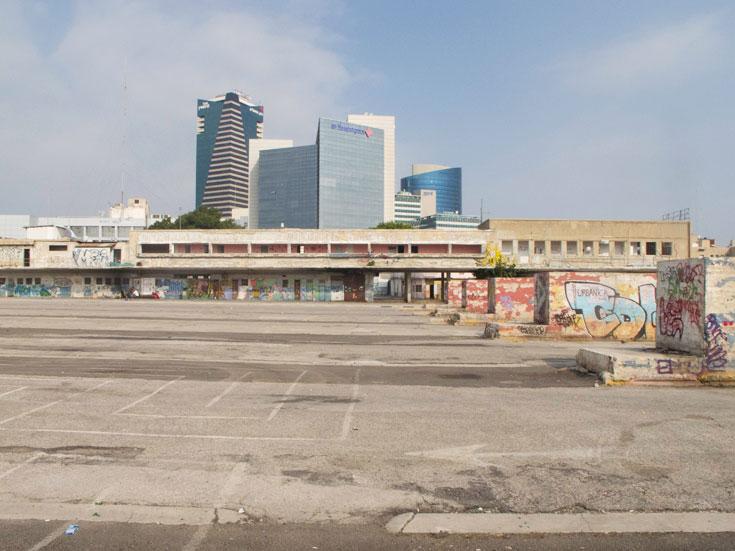 כך נראה מבנה התחנה הישנה כיום. ריחף בקלילות מעל הקרקע וראה מיליוני ישראלים עושים כל פעולה אפשרית. הזנחה פושעת (צילום: יהונתן ה. משעל)