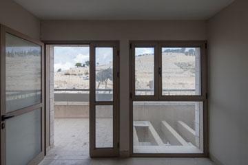 הנוף מן הדירות (צילום: אביעד בר נס)