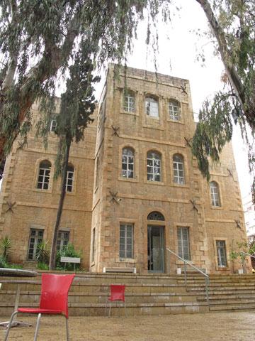 המחלקה לאדריכלות ממוקמת בבניין ההיסטורי של בצלאל במרכז העיר, הרחק מהקמפוס שבו לומדים כל שאר הסטודנטים (צילום: מיכאל יעקובסון)