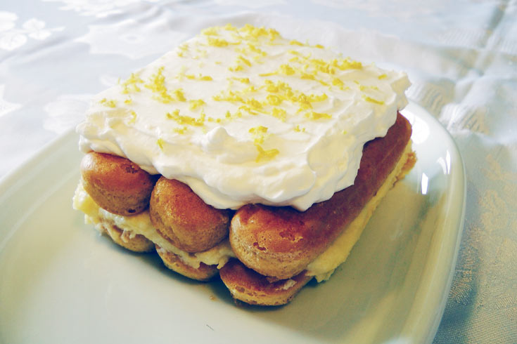 עוגת קרם לימון עם לימונצ'לו (צילום: אסנת לסטר)