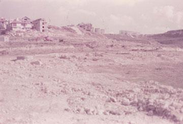 ההקמה. הכפרים הערביים מחוץ לתמונה. היום הם חלק בלתי נפרד מהשכונה (באדיבות עילם טייכר)