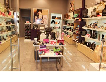 NYOU. נעליים לנשים, גברים וילדות (צילום: איתי סימלינסקי)