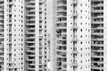 מרפסות בשכונה חדשה בתל אביב. אין בניין חדש בלעדיהן (צילום: אילן נחום)