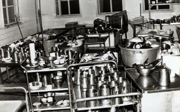 כך נראה המטבח בתקופה שחדר האוכל הציע שלוש ארוחות ביום למאות סועדים (באדיבות ארכיון תל יוסף)