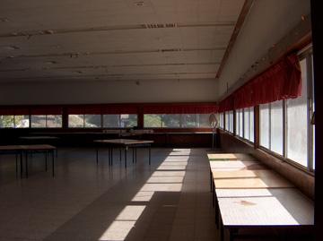 חדר האוכל כיום. יצא מכלל שימוש (צילום: מיכאל יעקובסון)