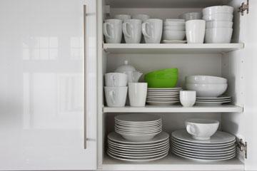 סידור ארון המטבח (צילום: thinkstock)
