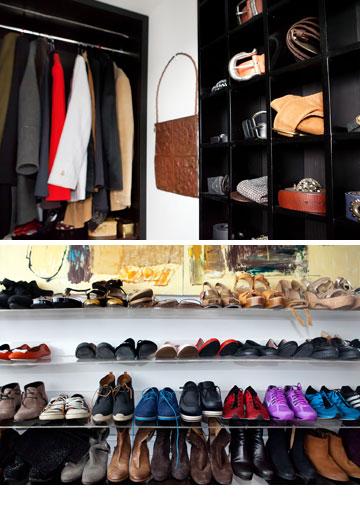 חדר הארונות. מדפים עמוסים בנעליים ששרוף אוספת מרחבי העולם (צילום: ענבל מרמרי)