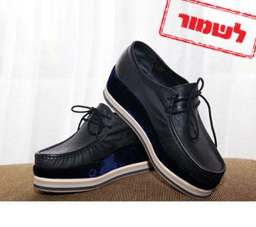 """נעלי פלטפורמה עם שרוכים מניו יורק. """"הן מזכירות לי את נעלי גולדה של פעם"""" (צילום: ענבל מרמרי)"""