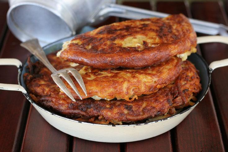 טוץ' - פשטידת תפוחי אדמה רומנית (צילום: אסנת לסטר)