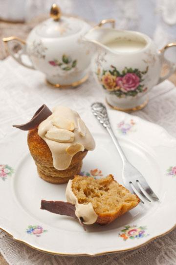 עוגת מוקה-קרמל עם קרם קפה ( צילום: רן גולני, סגנון: נעמה רן )