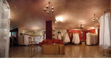 אאוטלט שמלות כלה מעצבים. עד 70 אחוז הנחה (צילום: גלעד לנגר)