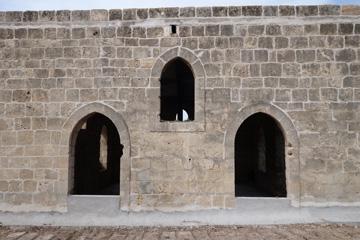 המסגד הריק באזור התעשייה של שלומי (צילום: מיכאל יעקובסון )
