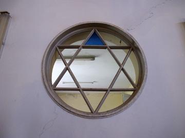 """בית הכנסת שדה יעקב. """"שפה אלגנטית ופשוטה"""" (צילום: מיכאל יעקובסון)"""