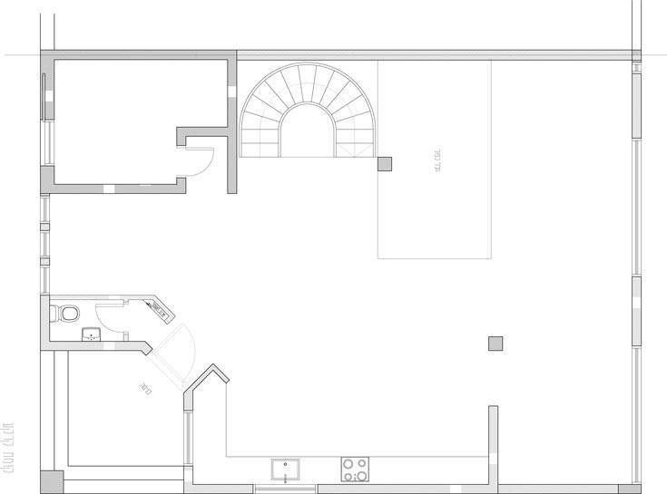 תוכנית קומת הכניסה, ''לפני'': משמאל למטה, הכניסה הזוויתית שיושרה (באדיבות קרן אופנר)