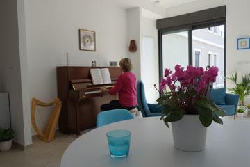 """הדירה של פמלה. """"כבר התרגלתי למואזין"""" (צילום: מיכאל יעקובסון)"""