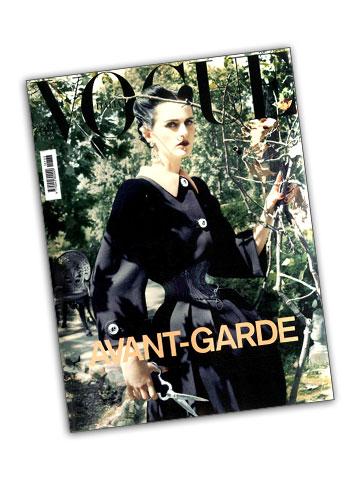 סטלה טננט במחוך על גיליון ספטמבר 2011 של מגזין ווג איטליה