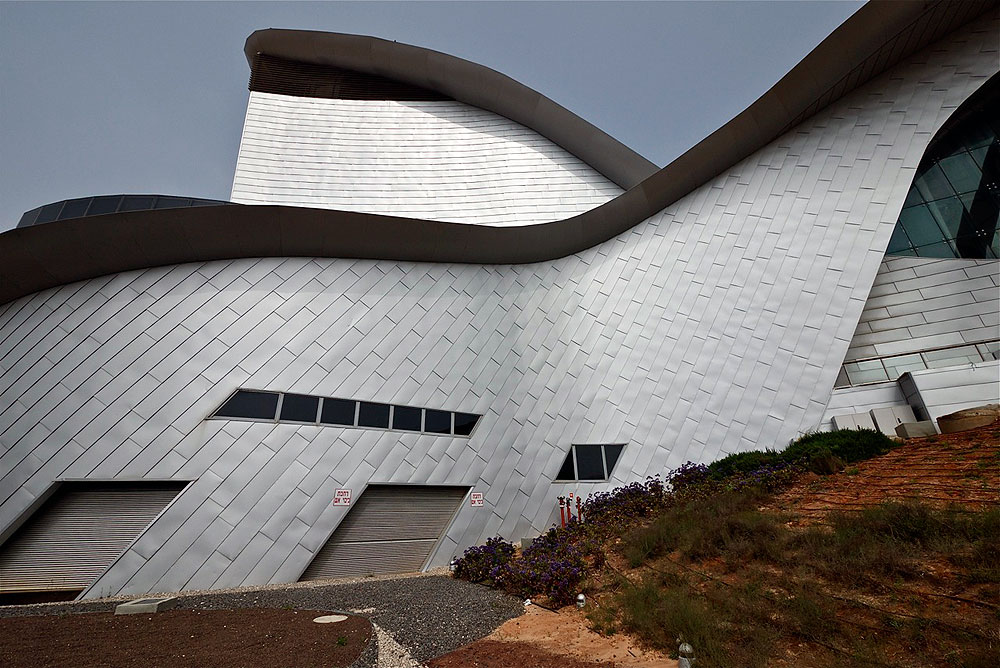 ''חוויה ארכיטקטונית שתרומם את אשדוד מחיי היום יום האפרוריים'', אומר האדריכל (צילום: איתי סיקולסקי)