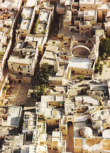 הרובע היהודי בעקבות השימור והתוספות (צילום: פטר בוגוד)