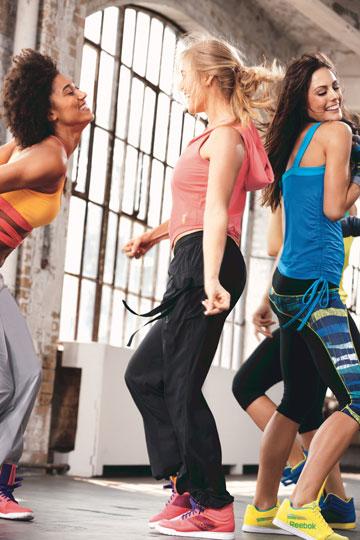 ריבוק. בגדי ספורט למתאמנים מקצועיים ופריטי אופנה בסגנון ספורטיבי