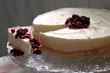 עוגת גבינה עם פירות יער ( צילום: אבירם פלג  )