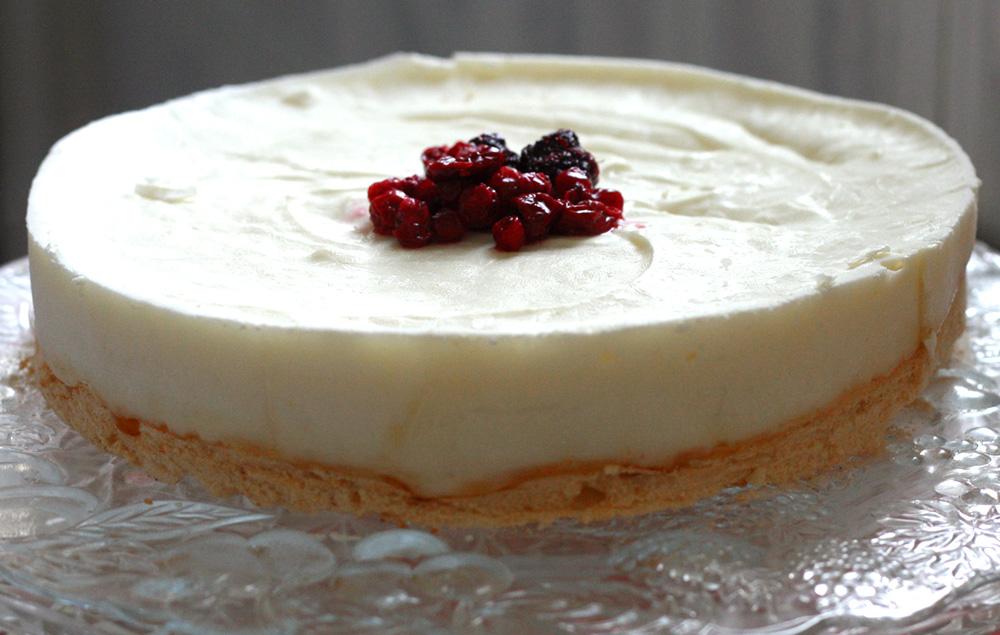 עוגת גבינה דיאטתית ברוטב פירות יער. ( צילום: אבירם פלג  )