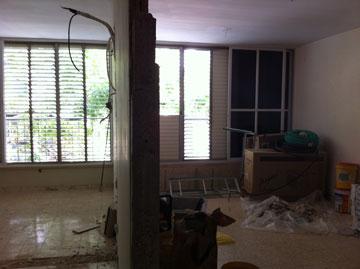 הסלון וחדר השינה, בתחילת השיפוץ (באדיבות studio 37)