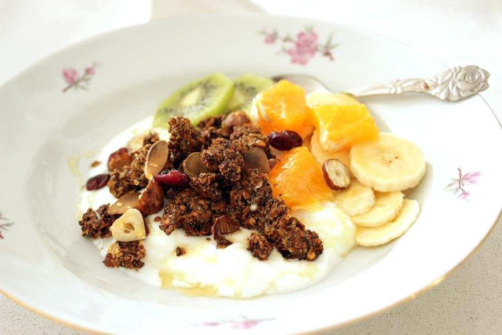 לא צריך תועפות של סוכר. גרנולה ביתית עם פרג ותפוחים (צילום: מיכל שמיר)