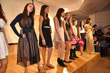 תצוגת אופנה במסגרת קורס קיץ באקדמיה לעיצוב אופנה (צילום: האקדמיה לעיצוב אופנה)