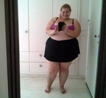 """זוהר ברטל. """"בגיל 20 גם אני הייתי מתמוטטת אם הייתי מעלה תמונה שלי בבגד ים והייתי מקבלת תגובות קשות"""", אומרת הבלוגרית שרונה ראובני (מתוך פייסבוק)"""